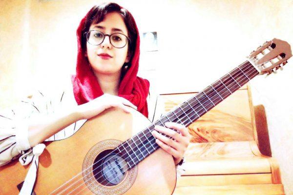 بهترین آ»وزشگاه موسیقی در کرج-آموزش گیتار
