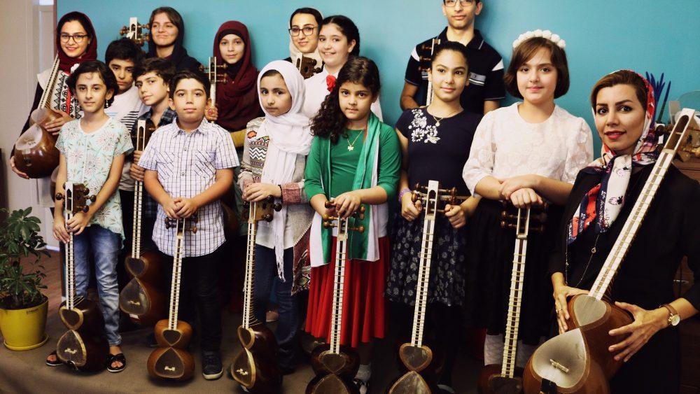 بهترین آموزشگاه موسیقی در کرج-آموزش تار