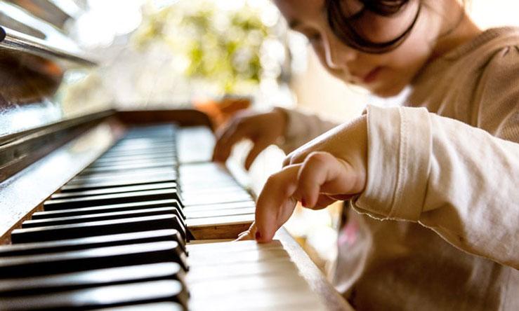 بهترین آموزشگاه موسیقی در کرج-مزایای آموزش پیانو