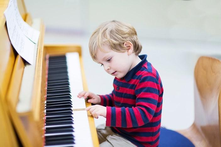 [عکس: toddler-playing-piano-min.jpg]