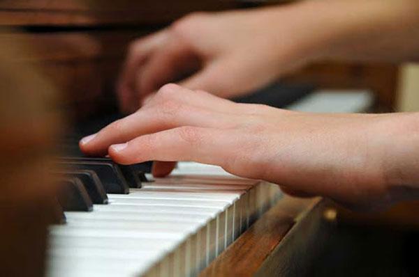 بهترین سن شروع یادگیری پیانو