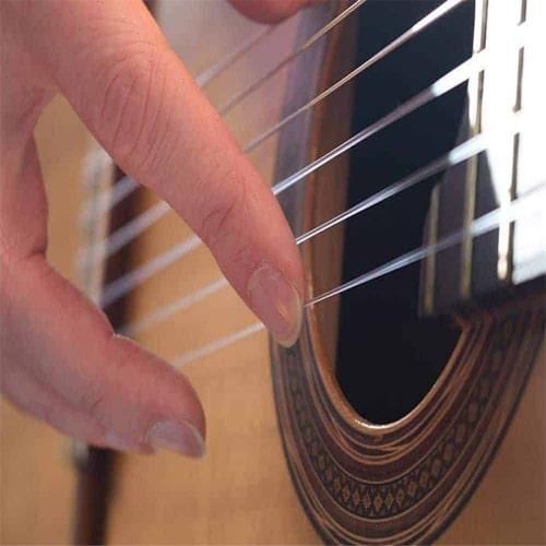 ناخن و گیتار